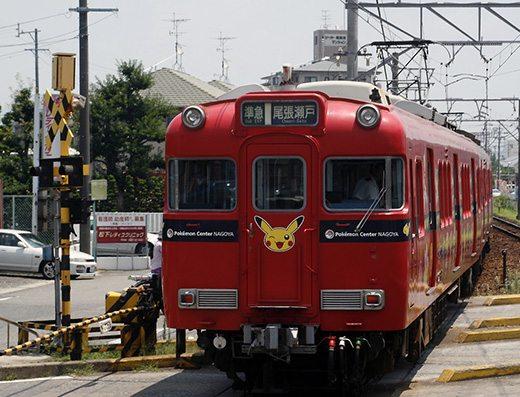 Questo treno pubblicizza il Pokémon Center di Nagoya.