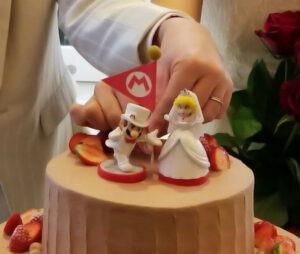 Matrimonio con torta nuziale di Mario e Peach