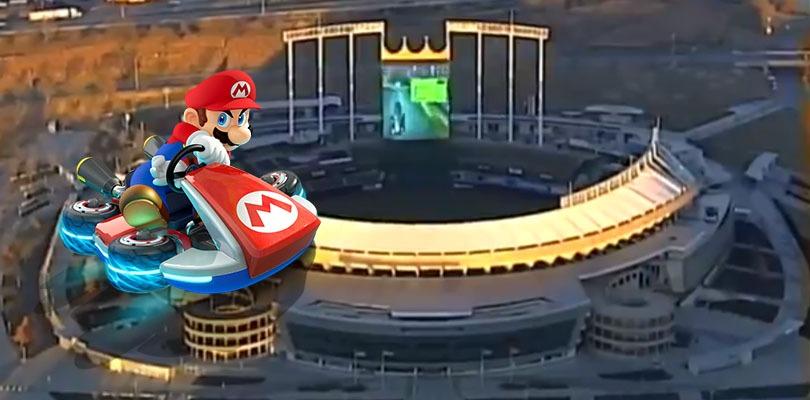Mario Kart giocato a tutto schermo in uno stadio di baseball