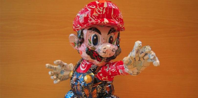 Mario, Luigi e tanti altri personaggi scolpiti con delle lattine riciclate