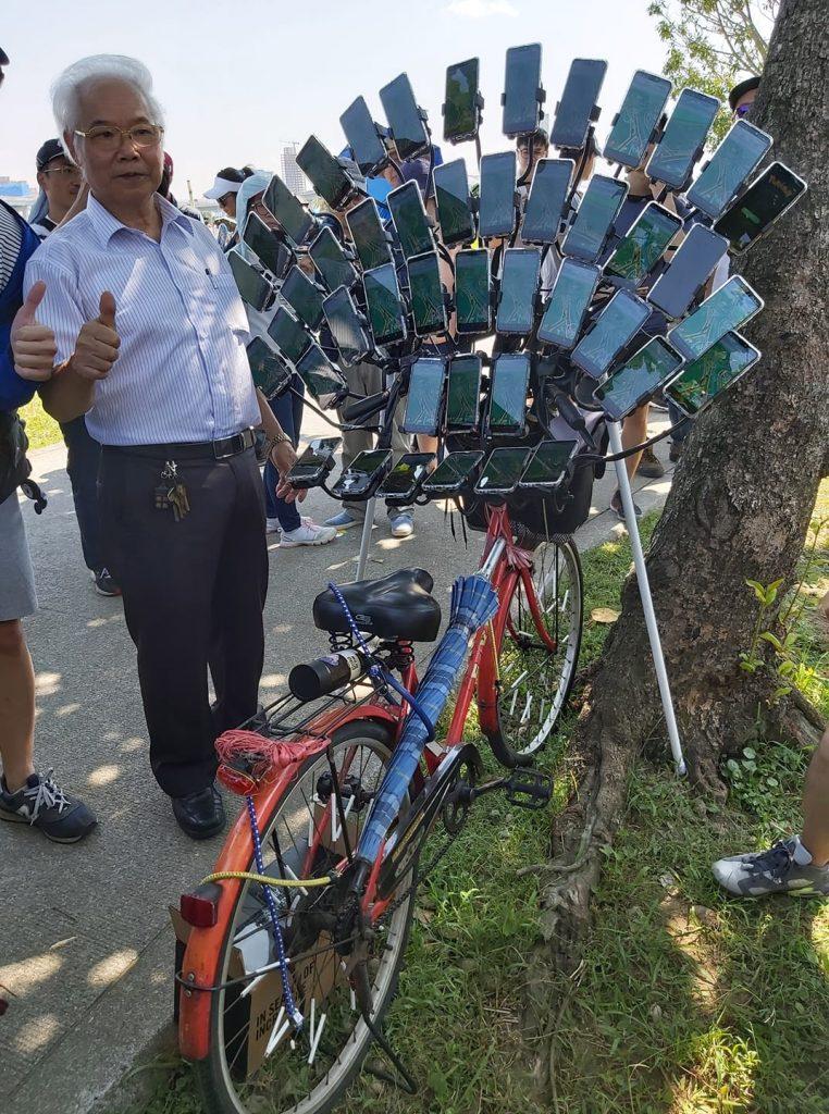 Chen San Yuan e i suoi 45 smartphone
