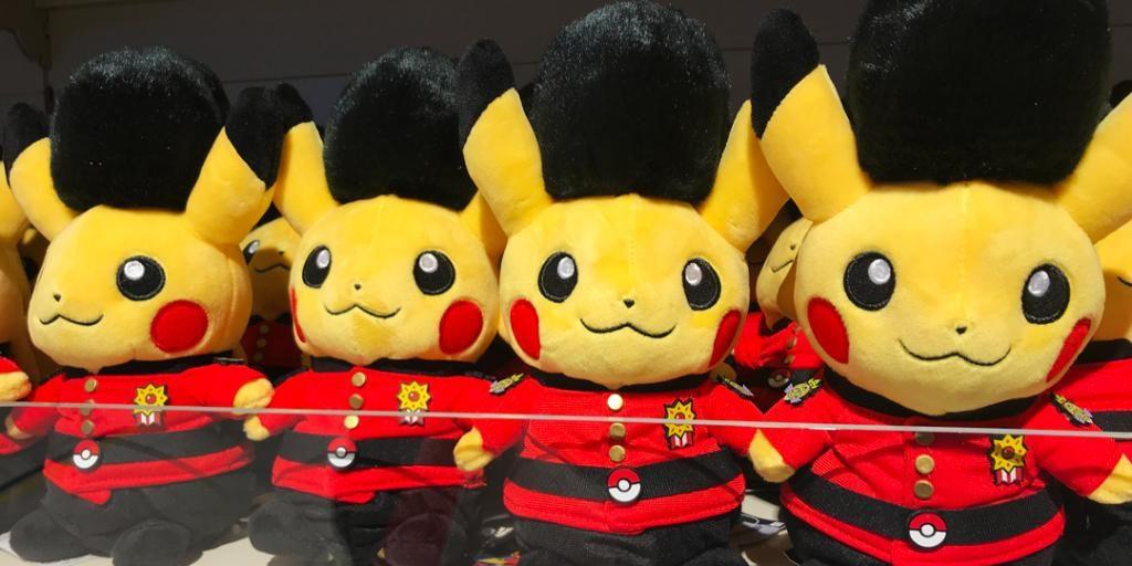 la nuova edizione speciale di Pikachu vestito da guardia reale